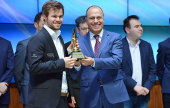 Carlsen caps stunning Shamkir by beating Grischuk