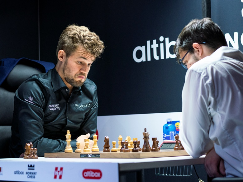 61e65ff5 MVL beats Magnus again to win Norway Chess Blitz | chess24.com