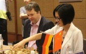 Short and Hou Yifan lead unique Chinese event