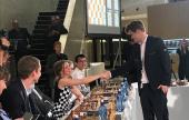 Carlsen schlägt Bezwinger der Play Magnus App 12 zu 0