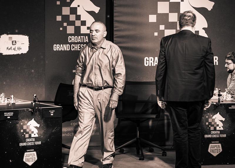 https://cdn.chess24.com/Rva0qQtaQcqXD5fzDB1PXA/original/garry-walks-away-vs--mvl.jpeg