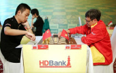 Wang Hao leads HDBank Masters as stars struggle