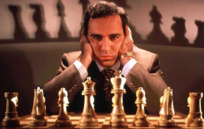 Ataque feroz de Kasparov a Caruana.