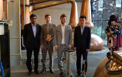 Carlsen und Ding Liren führen nach Tag 1 in der Whiskybrennerei