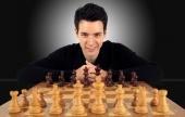 Play Grandmaster Niclas Huschenbeth